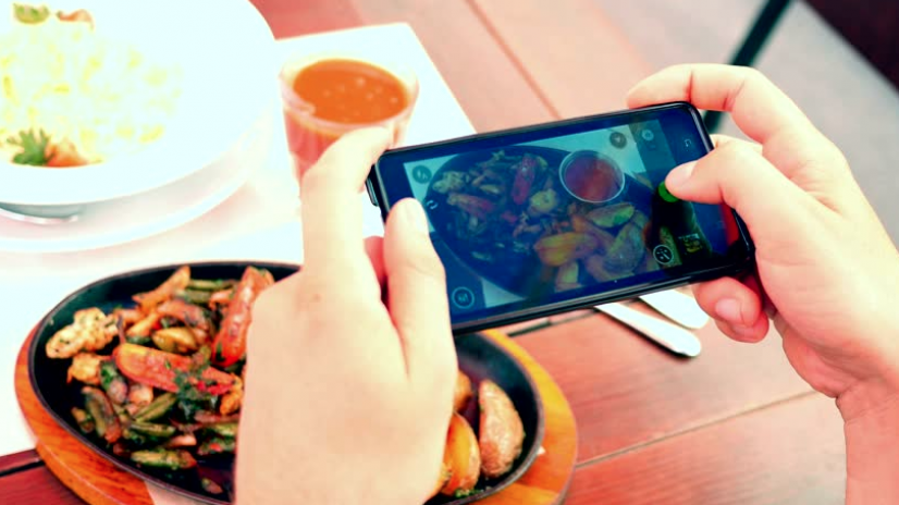 "Mobile Ordering made easy with ""TRAY"""